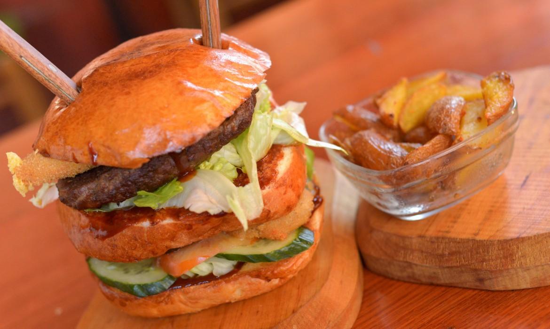 Óriás Burger steakburgonyával